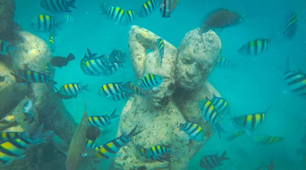 Sunken statues Gili T