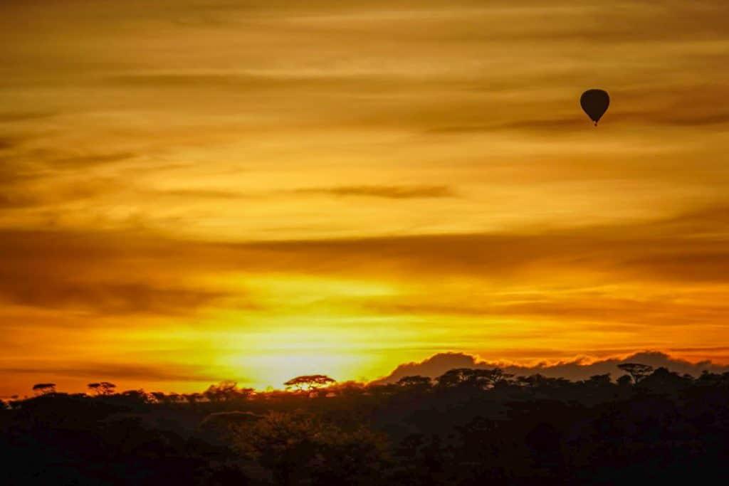 Hot air balloon serengeti safari bush camp